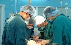 Nữ bệnh nhân ở TP.HCM mang khối u hiếm gặp gây dính 7 cơ quan trong bụng