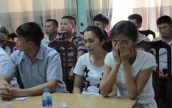 Vụ trao nhầm con ở Ba Vì: Người mẹ bật khóc trong buổi lễ trao nhận con