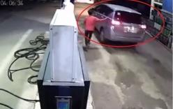 Tài xế ôtô vào đổ một triệu tiền xăng rồi rồ ga bỏ chạy