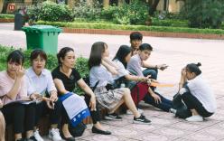 Nỗi lòng cha mẹ các tỉnh khăn gói đưa con đi nhập học: Sợ con mình không tránh được cám dỗ của thành phố