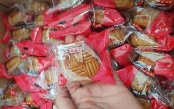 Bánh trung thu Trung Quốc bán theo cân, giá rẻ như cho tràn lan thị trường