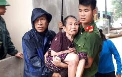 Hai chiến sĩ Cảnh sát bị thương nặng khi di dời dân ra khỏi vùng lũ