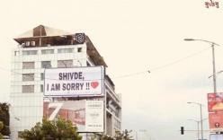 Hy hữu: Thanh niên chiếm dụng hơn 300 biển quảng cáo để đăng lời xin lỗi bạn gái