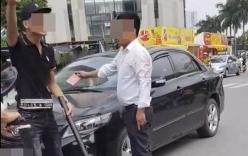 Sự thật bất ngờ vụ tài xế ô tô giơ
