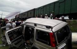 Đi thắp hương rằm tháng 7,  ô tô bị tàu hỏa tông, 4 người thương vong