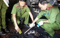 Phá cửa căn nhà cháy, phát hiện thi thể trong thùng kim loại
