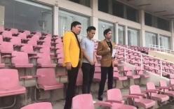 4 cầu thủ U23 Việt Nam tặng 250 triệu đồng tiền thưởng của CS Ngọc Sơn cho đội bóng đá nữ
