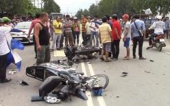 Bình Dương: Hai xe máy vỡ nát sau đối đầu, người thân ôm thi thể thanh niên 22 tuổi gào khóc trong mưa