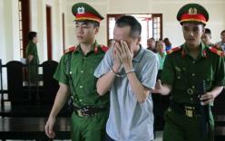 Thầy giáo ôm mặt khóc nức nở sau khi nghe tòa tuyên án
