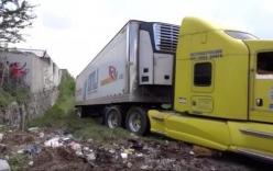 Xe container chở 157 thi thể bị bỏ ở khu dân cư