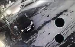 Hà Nội: Bị nhắc lùi xe, người phụ nữ mặc sang chảnh dùng vật nhọn cào xước ô tô đắt tiền?