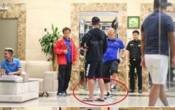 Thầy Park Hang Seo phạt học trò vì mang dép lê đốn tim cộng đồng mạng