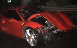 Tuấn Hưng hốt hoảng khi siêu xe Ferrari gặp nạn nát đầu