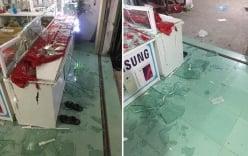 Giây phút chủ cửa hàng điện thoại ôm con nhỏ khi bị nhóm côn đồ đập phá nhà và xe ô tô