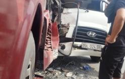 Xe khách đối đầu xe tải, 50 hành khách la hét hoảng loạn