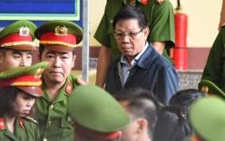 Sáng nay cựu Trung tướng Phan Văn Vĩnh cùng 91 đồng phạm hầu tòa