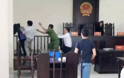 Đề nghị truy tố 2 anh em hành hung kiểm sát viên, công an giữa phiên tòa