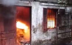 Cháy nhà kho rộng hàng nghìn mét vuông phía sau chợ Vinh, người dân hoảng sợ tháo chạy