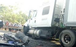 Container nổ bánh trước, tông 5 xe máy khiến 12 người nhập viện