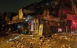 Kinh hoàng cảnh tượng nhà 2 tầng đổ sập trong đêm mưa ở Huế