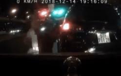 Tài xế xe 7 chỗ bị đánh túi bụi vì thả trôi ô tô đâm vào xe khác