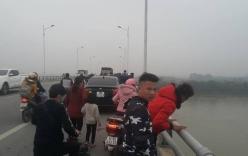 Hải Dương: Nam thanh niên đi chở cám cho bố, bất ngờ bỏ xe máy trên cầu nhảy sông tự tử