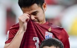 Sự thật bất ngờ sau hình ảnh cầu thủ Thái Lan khóc trong lễ chào cờ