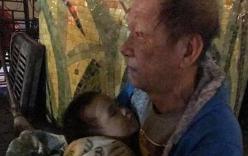 Sự thật phía sau hình ảnh ông ngoại ôm cháu trai 3 tuổi đi lang thang gây bão MXH