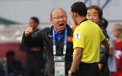 HLV Park Hang-seo bất ngờ nổi cáu khi Quang Hải bị phạm lỗi
