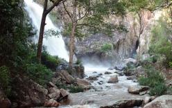 2 chiến sĩ công an và 1 cô gái tử nạn khi đi chơi thác ở Khánh Hòa