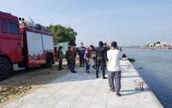 Vụ chồng lao ô tô chở vợ con xuống sông: Tìm thấy thi thể người vợ