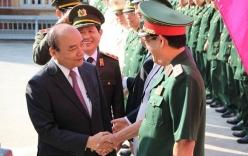 Thủ tướng Nguyễn Xuân Phúc thăm, chúc Tết BCH Quân sự TP Đà Nẵng
