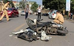 Xe máy kẹp 3 va chạm ô tô tải, 3 thanh niên 9x tử vong