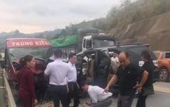 Tai nạn giao thông mới nhất ngày 14/2: Xe khách đấu đầu ô tô 7 chỗ trên cao tốc Nội Bài, nhiều người bị thương