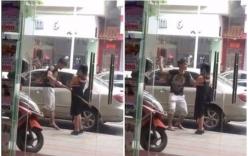Chàng trai đánh bạn gái gãy đôi cả gậy nhưng hành động của cô gái mới khiến dân mạng thán phục