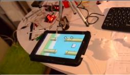 Cận cảnh robot chơi Flappy Bird siêu đỉnh