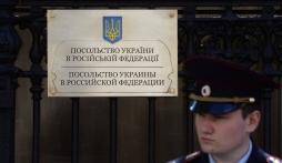 Đại sứ quán Ukraine tại Nga hứng trứng thối từ người biểu tình