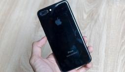 Sau 2 ngày sử dụng, iPhone 7 Jet Black trầy xước