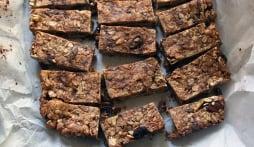 Làm bánh protein bổ sung năng lượng cho ngày dài năng động