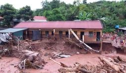 Lũ quét cuồn cuộn cuốn trôi nhiều nhà cửa tại Điện Biên, 3 xã bị cô lập