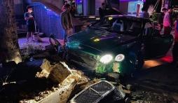 Siêu xe Bentley xanh lá 25 tỷ, hiếm có còn chưa lắp biển đã cày tung bồn cây ở Hà Nội