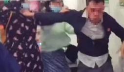 Thấy bồ nhí bị 'bốc mùi', người chồng lao vào tát vợ trước mặt con trai gây bức xúc
