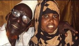 Hơn nhau gần 100 tuổi, cặp vợ chồng vẫn chung sống vô cùng viên mãn và hạnh phúc