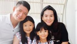 Rũ bỏ hình ảnh siêu mẫu, Bình Minh bị soi ra chi tiết 'phèn' bên cạnh bà xã và hai con gái nhỏ