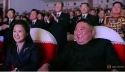 Vợ Kim Jong-un tái xuất sau 1 năm, bức ảnh chụp có điểm đáng ngờ