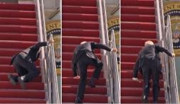 Joe Biden ngã liên tiếp trên cầu thang Không lực Một
