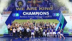 Chùm ảnh Hà Nội FC tưng bừng nhận cúp Vô địch Cúp Quốc Gia 2020