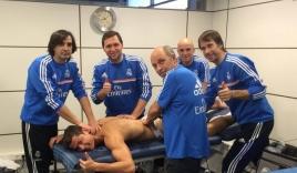 Ronaldo đón năm mới bằng 5 nhân viên massage và những danh hiệu