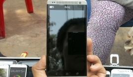 Điện thoại cao cấp 'nhái' tràn ngập vỉa hè Sài Gòn