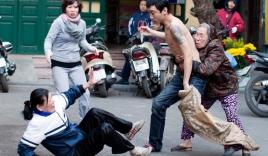 'Con cầm kéo đâm mẹ': Người thanh niên bị ngáo đá?